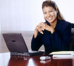 Smiling_woman_at_computer